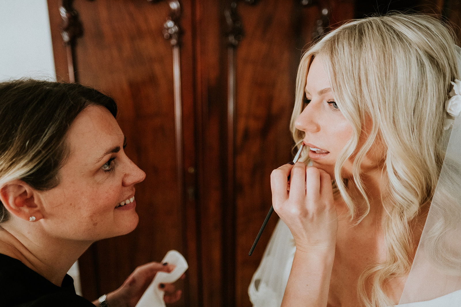 Rachel was looking for a more natural look that still had that special 'done up' feel to enhance her already beautiful features with the help of Charlotte Tilbury products. Click to find out more.